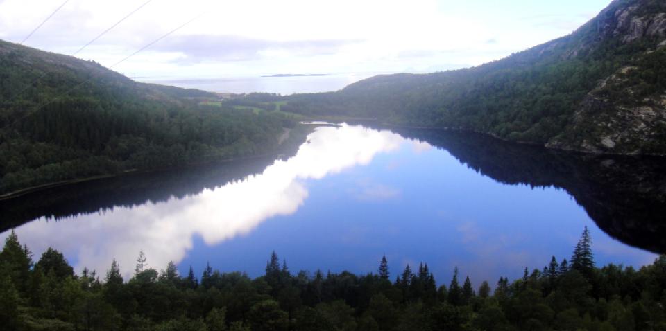 overgarden_lake